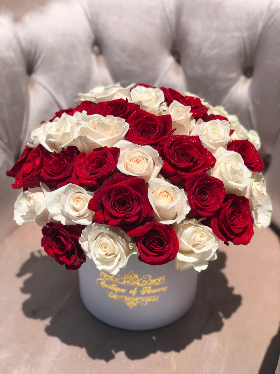 White and red rose small round box