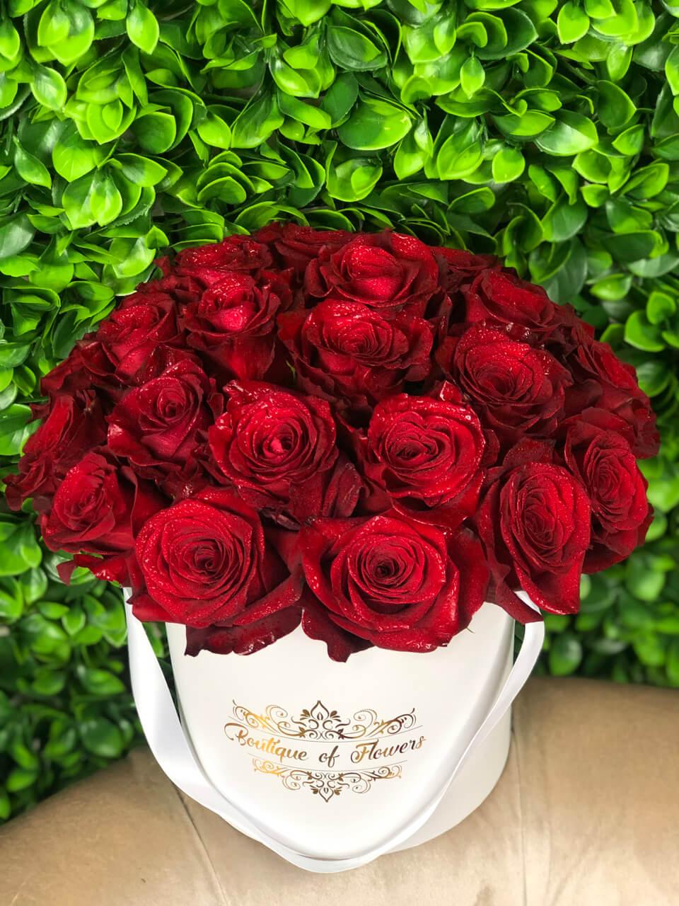 Red rose small white round box